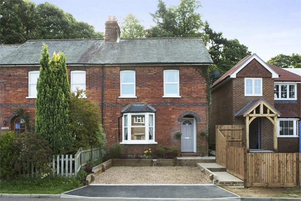 3 Bedrooms Semi Detached House for sale in Barnett Lane, Wonersh, Guildford, Surrey