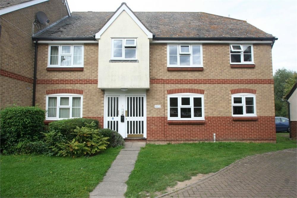2 Bedrooms Flat for sale in Elderberry Gardens, Witham, Essex