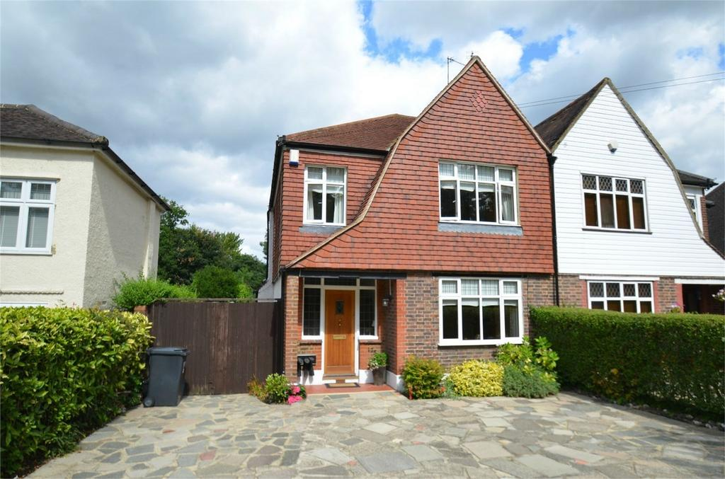 3 Bedrooms Semi Detached House for sale in Ballards Way, South Croydon, Surrey