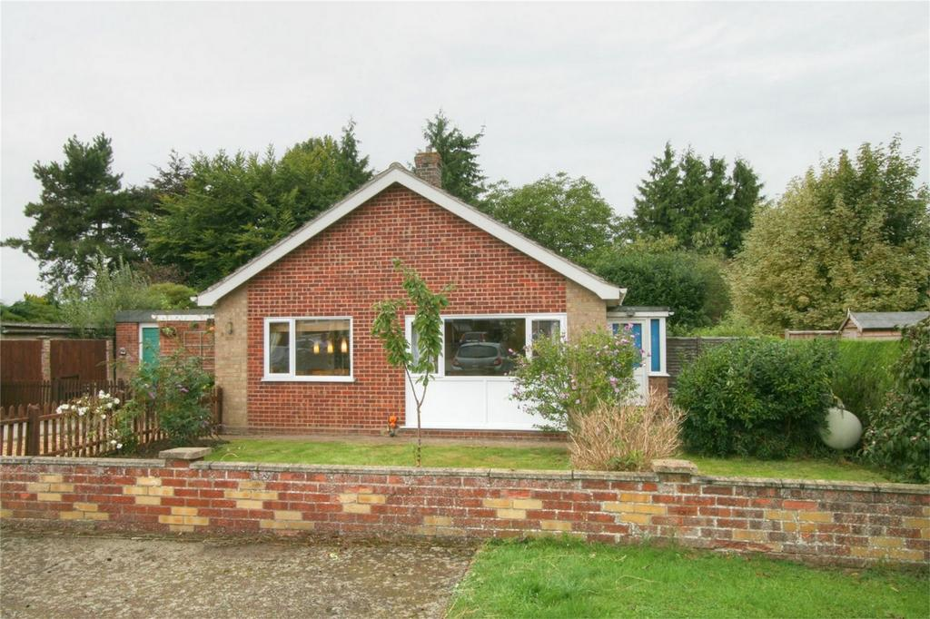 3 Bedrooms Detached Bungalow for sale in Crown Way, NR16 2EY, Banham, Norfolk