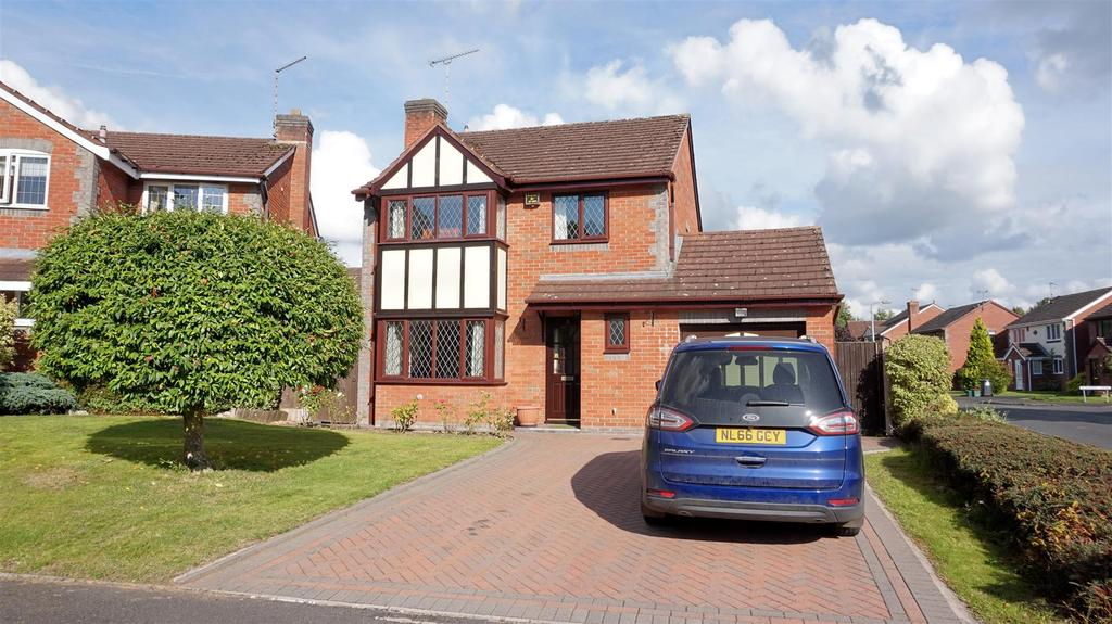 4 Bedrooms Detached House for sale in Lynam Way, Madeley, Nr Crewe, Cheshire