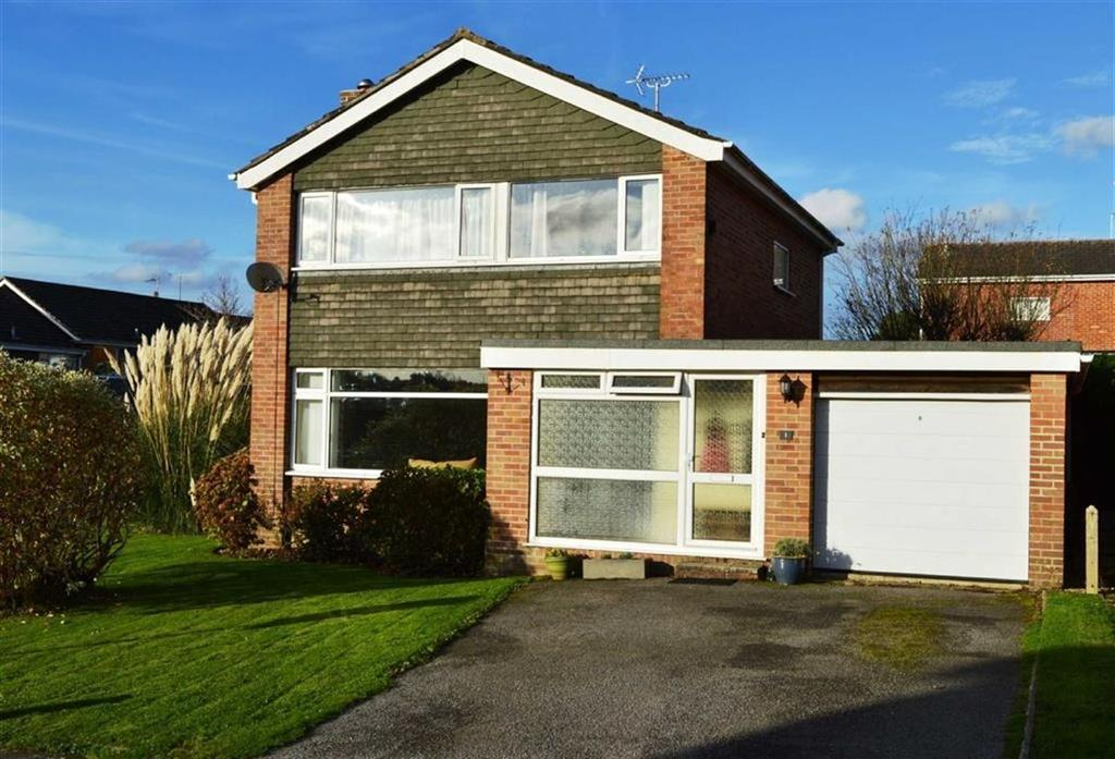 3 Bedrooms Detached House for sale in Lacy Drive, Wimborne, Dorset