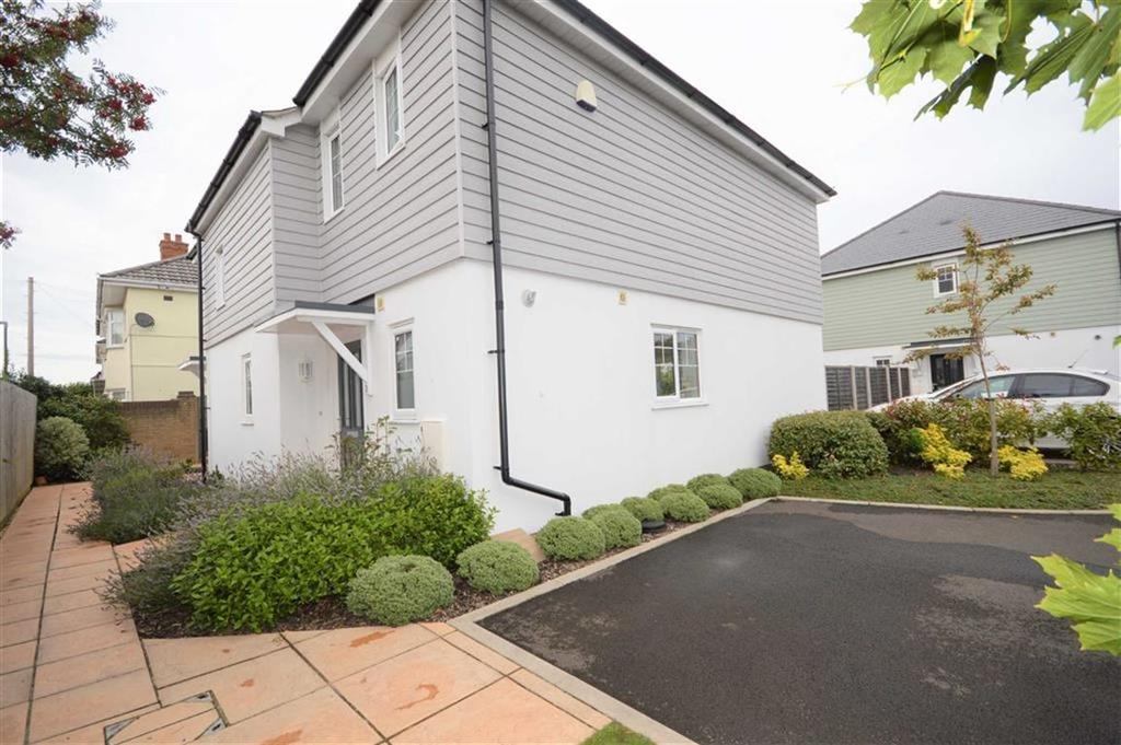 3 Bedrooms Semi Detached House for sale in Kings Close, Bournemouth, Dorset, BH10