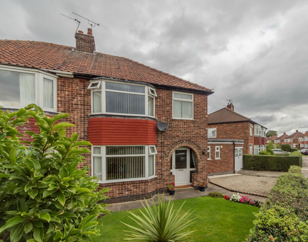 3 Bedrooms Semi Detached House for sale in Almsford Road, Acomb, YORK