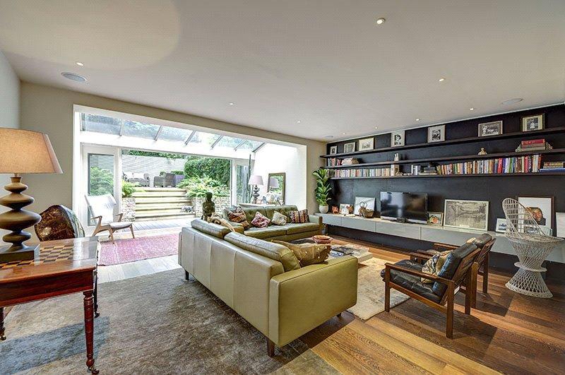 2 Bedrooms Flat for sale in Harcourt Terrace, Chelsea, London, SW10