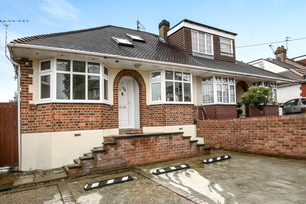 3 Bedrooms Bungalow for sale in Elm Grove Erith DA8