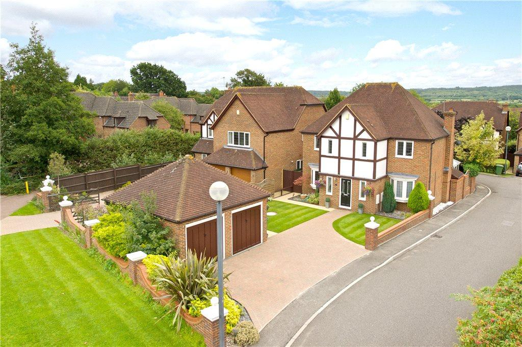 4 Bedrooms Detached House for sale in Cluny Court, Wavendon Gate, Milton Keynes, Buckinghamshire
