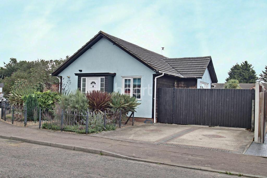 3 Bedrooms Bungalow for sale in Othello Close, Colchester.