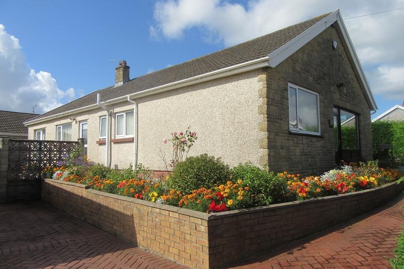 3 Bedrooms Bungalow for sale in Ullswater Crescent, Morriston, Swansea.