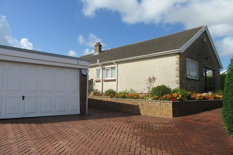 3 Bedrooms Bungalow for sale in Ullswater Crescent, Morriston, Swansea.