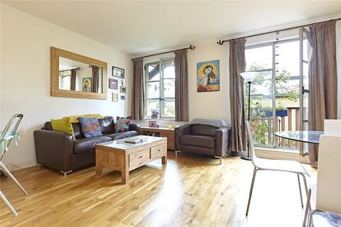 1 bedroom flat to rent - The Circle, Queen Elizabeth Street, London