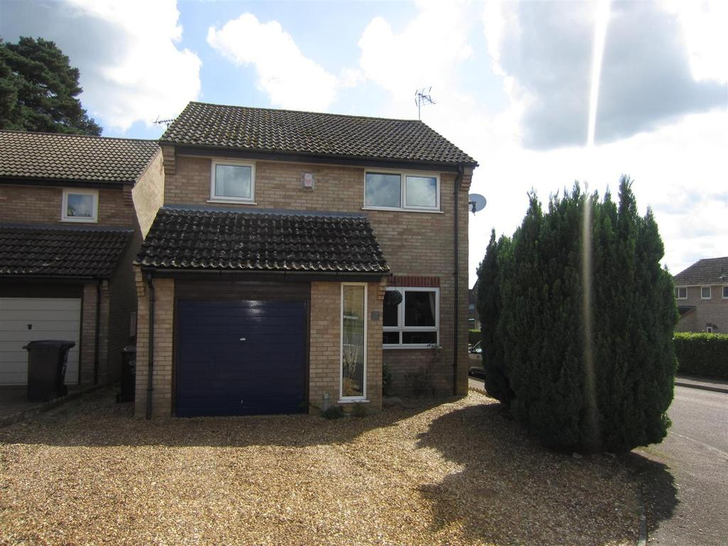 3 Bedrooms Detached House for sale in Rosecroft Way, Thetford