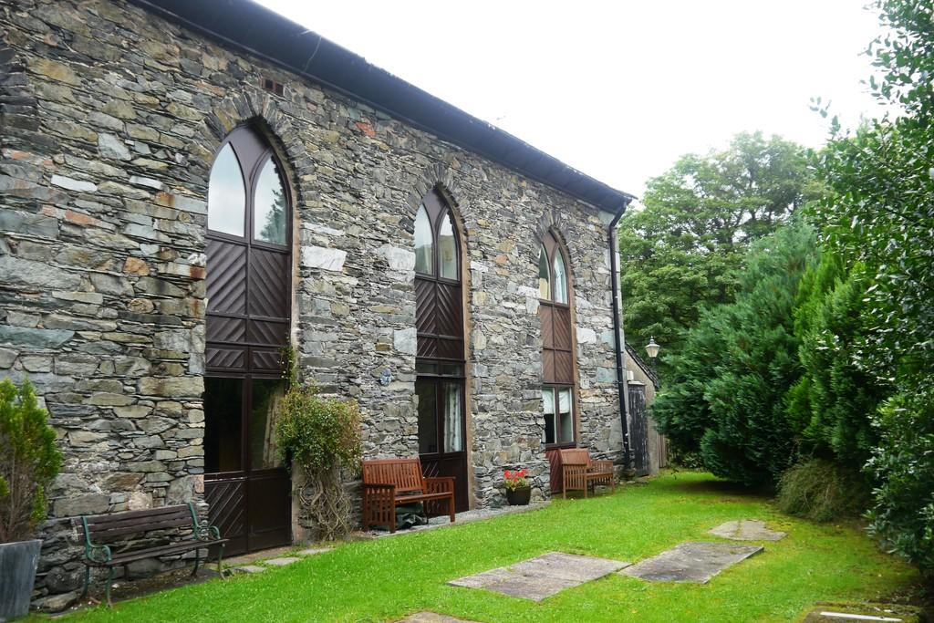 3 Bedrooms Barn Conversion Character Property for sale in 4 St Annes Court, How Head, Ambleside, LA22 9ED