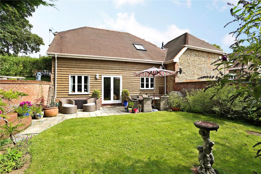 3 Bedrooms Semi Detached House for sale in Farnham Road, Petersfield, Hampshire, GU32