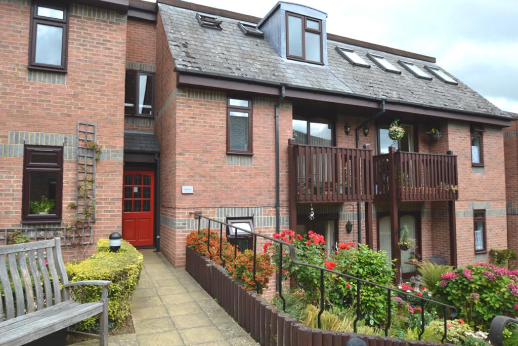 2 Bedrooms Flat for sale in 30 Paynes Court, 5 High Street