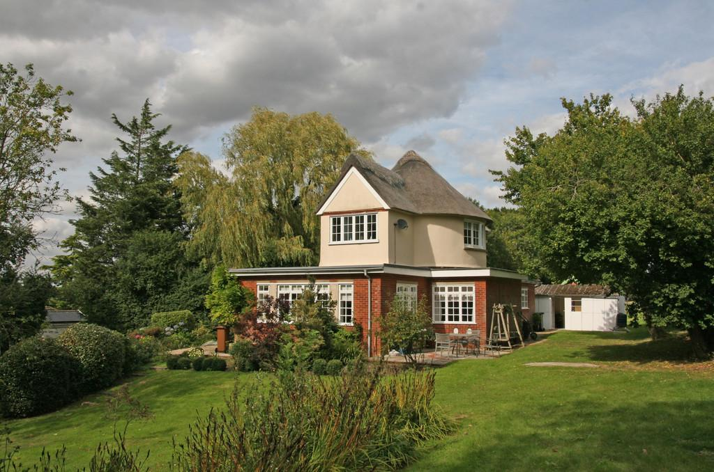 3 Bedrooms Detached House for sale in Yoxford, Nr Heritage Coast, Suffolk