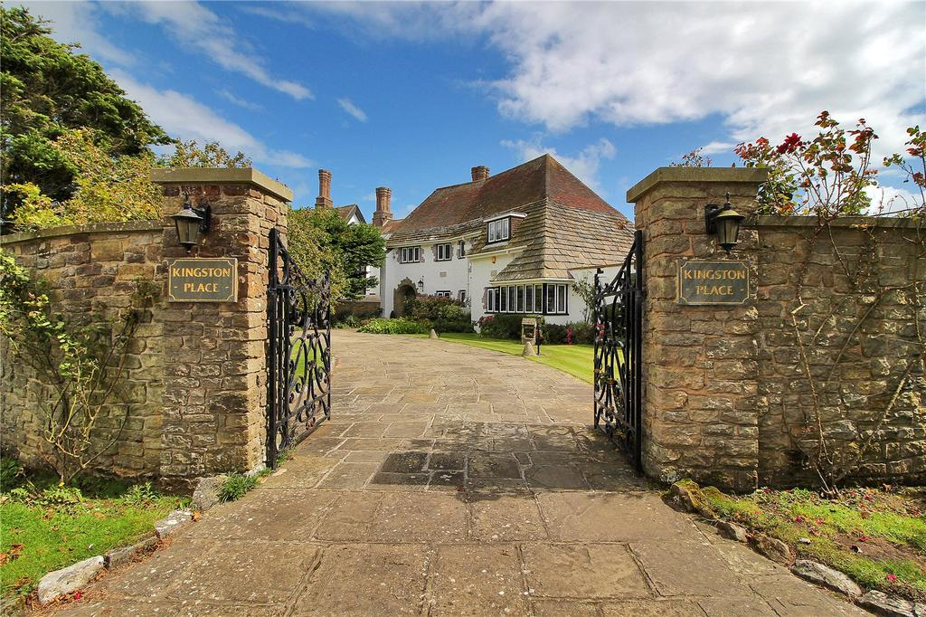 4 Bedrooms Unique Property for sale in Middle Way, Kingston Gorse, Littlehampton, West Sussex, BN16