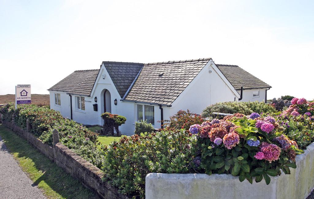 3 Bedrooms Detached Bungalow for sale in South Stack, Holyhead, North Wales