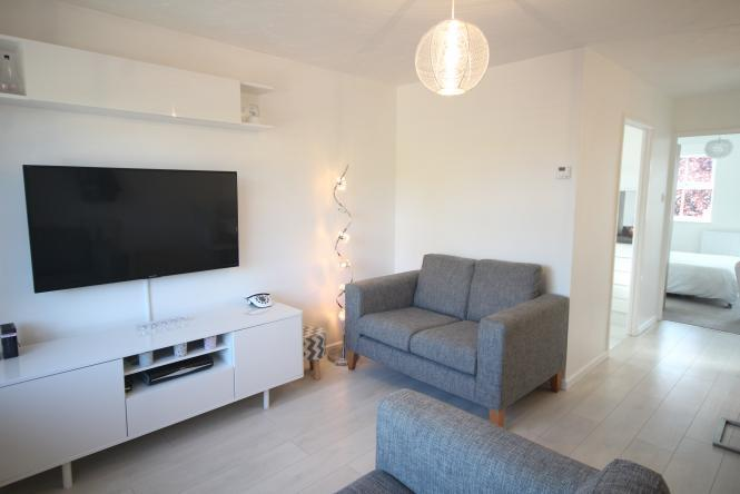 1 Bedroom Flat for sale in Stoke Road, Bishops Cleeve, Cheltenham, GL52 7YA