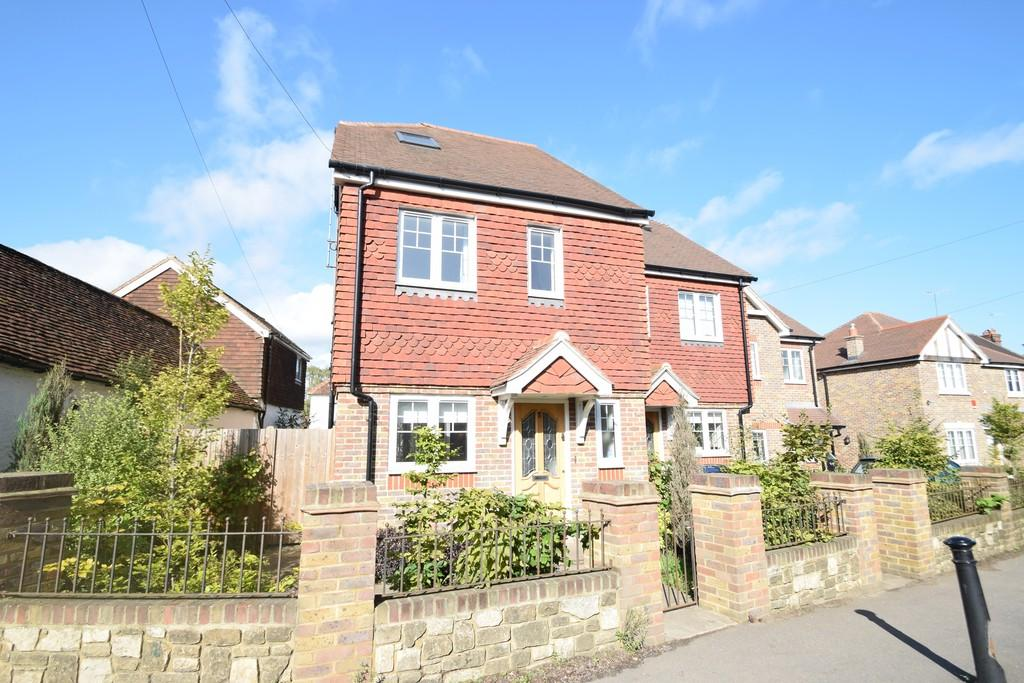 3 Bedrooms Semi Detached House for sale in Petworth Road, Witley, Godalming GU8 5LP