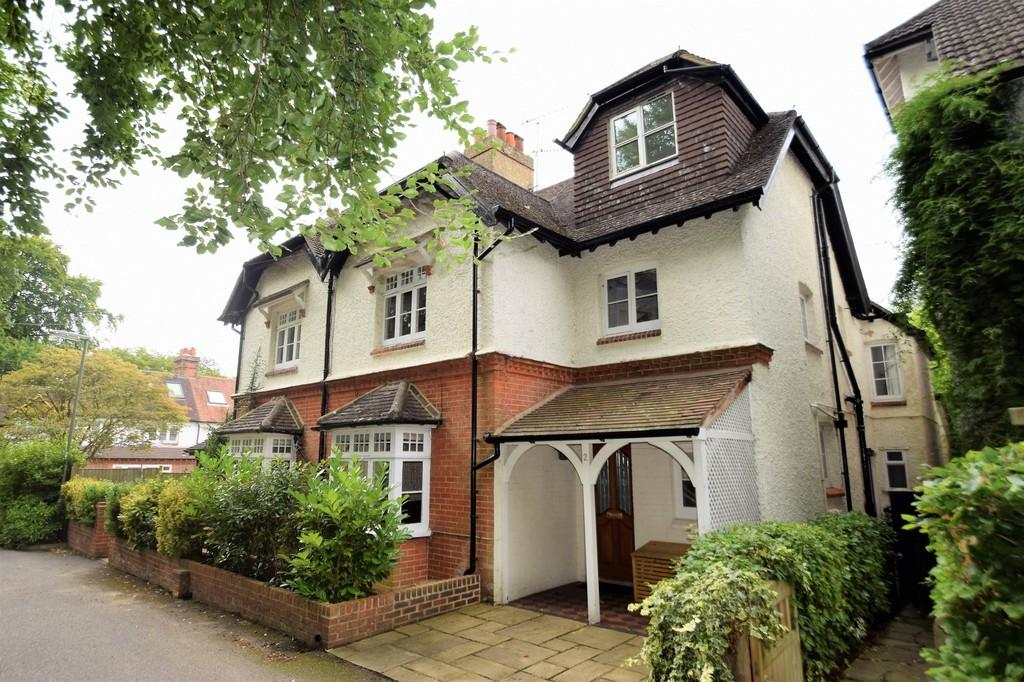 4 Bedrooms Semi Detached House for sale in Swaynes Lane, Guildford GU1 2XX