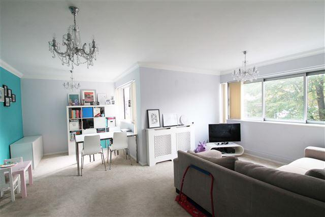 2 Bedrooms Flat for sale in Victoria Court, Grand Avenue, Hove