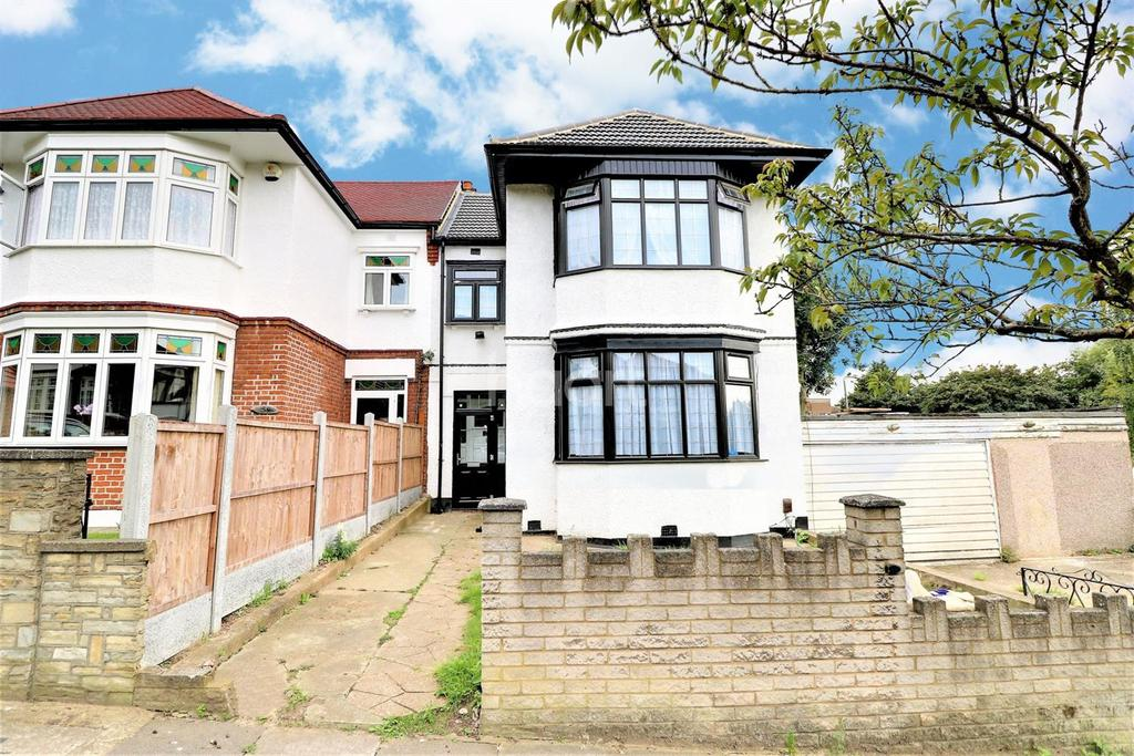 3 Bedrooms Terraced House for sale in Exeter Gardens, Ilford, Essex