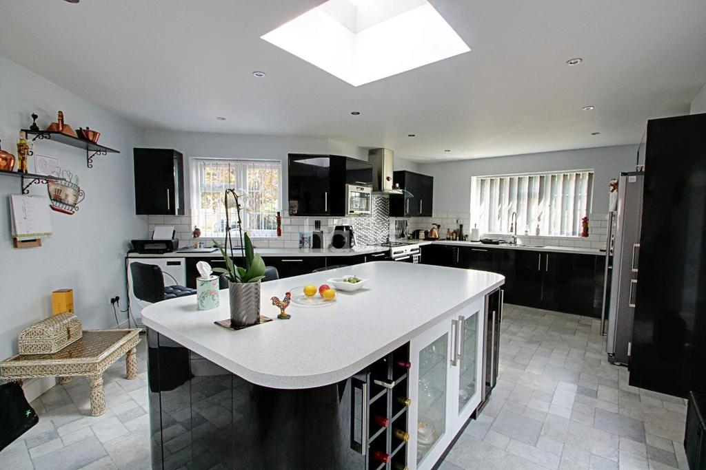 3 Bedrooms Detached House for sale in St Marys Road