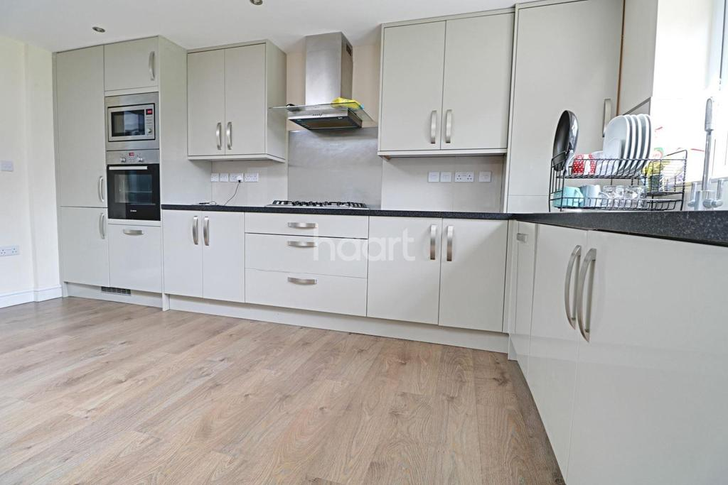 4 Bedrooms Semi Detached House for sale in Westward Road , Chingford, E4
