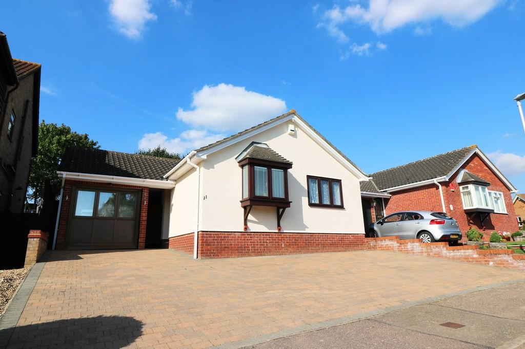 3 Bedrooms Detached Bungalow for sale in Wickham Way, Puckeridge