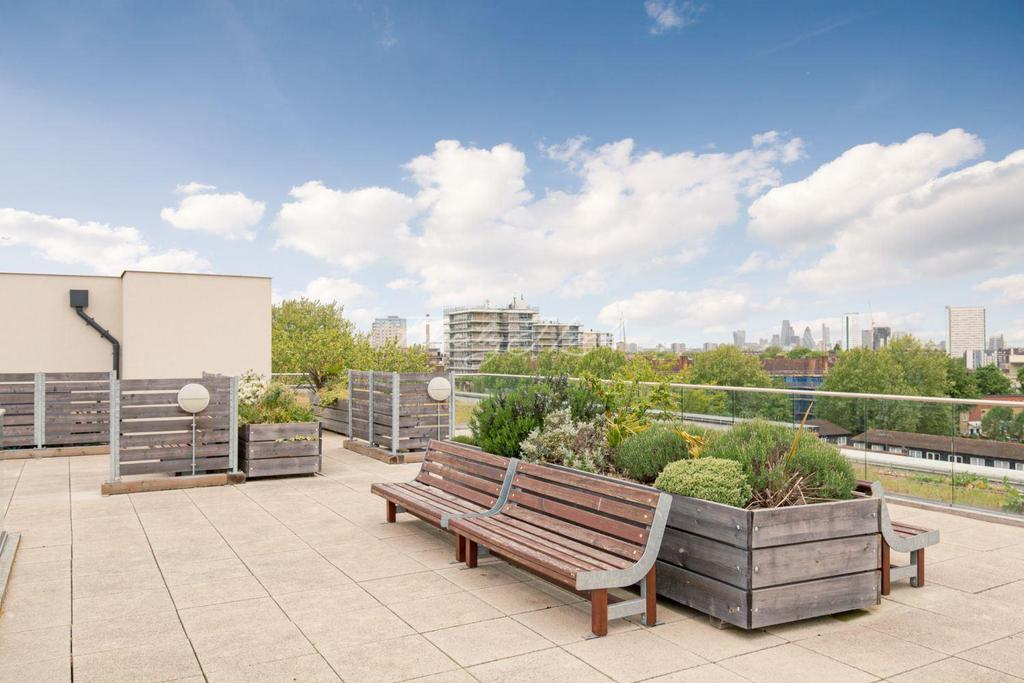 2 Bedrooms Flat for sale in Marlow Court, London, SE8 3FS