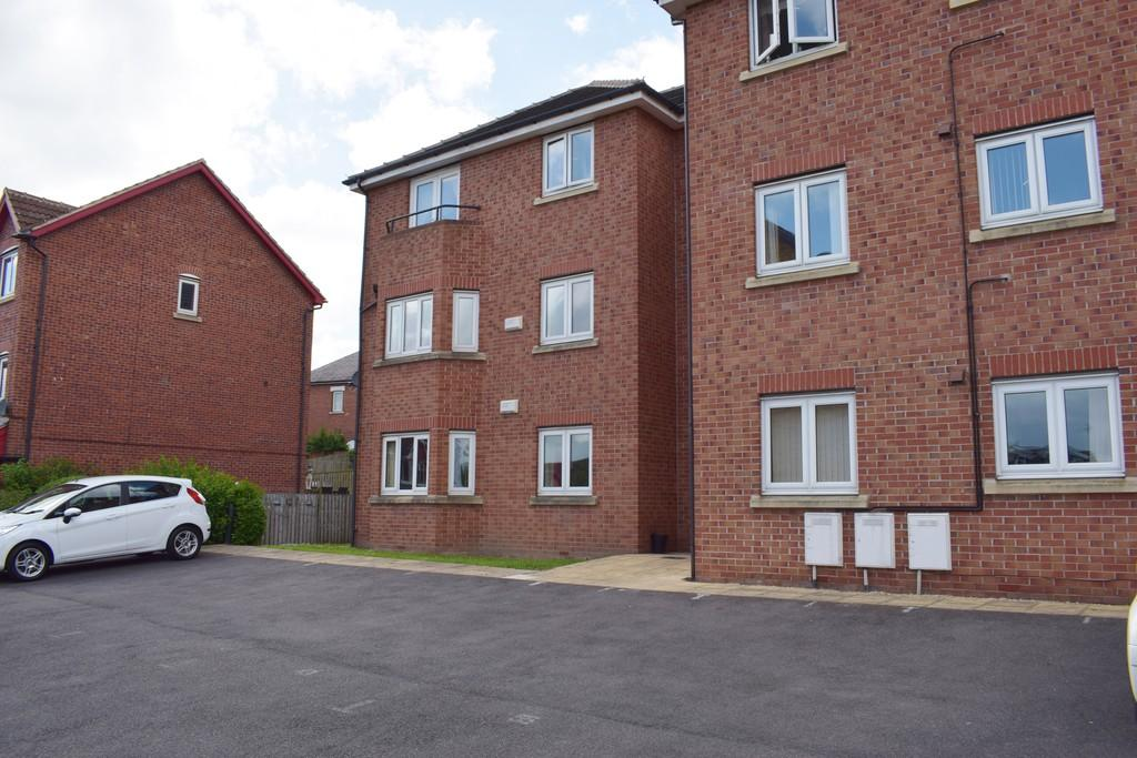 2 Bedrooms Ground Flat for sale in Stradbroke Way, Leeds