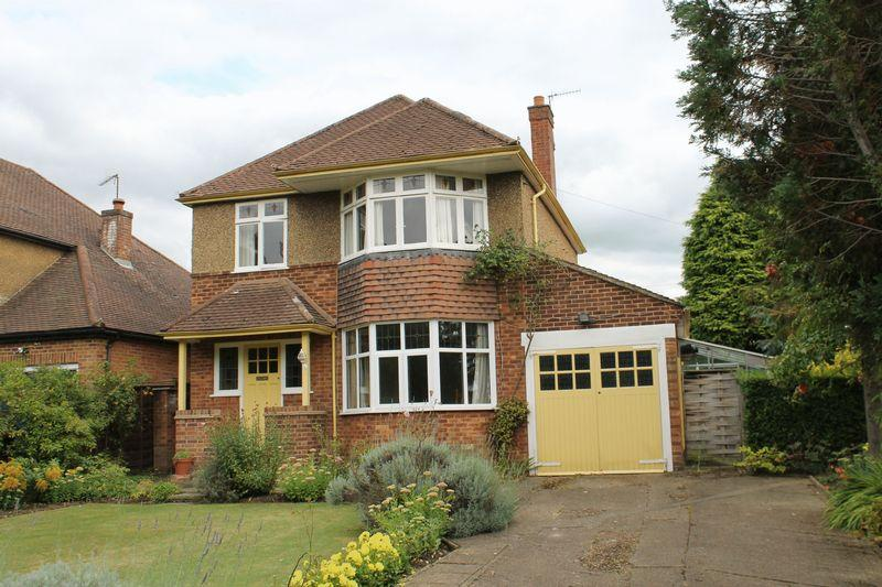 3 Bedrooms Detached House for sale in London Road, Guildford