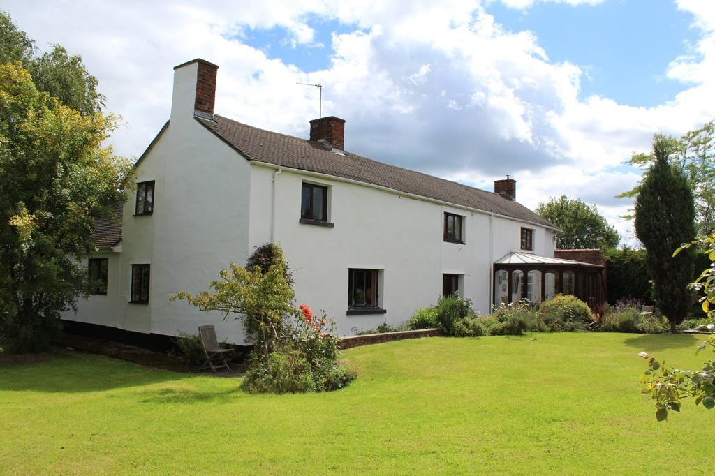 5 Bedrooms Farm House Character Property for sale in Millbrook Lane, Bangor-on-Dee