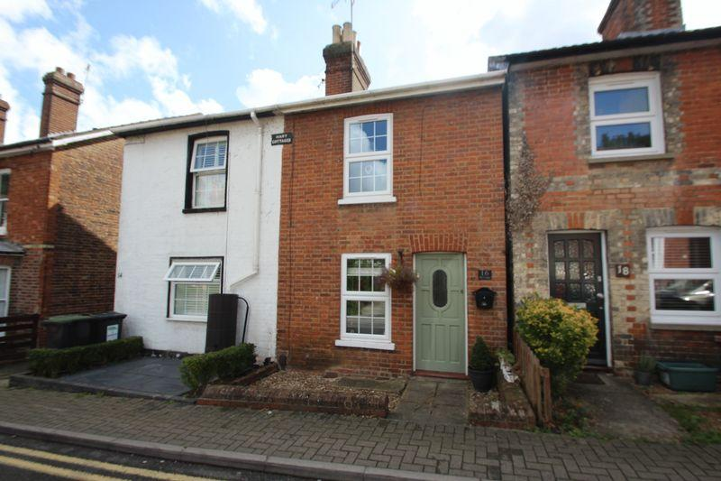 2 Bedrooms Semi Detached House for sale in Woodside Road, Tonbridge
