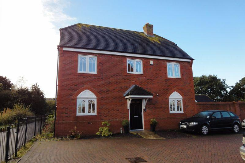 4 Bedrooms Detached House for sale in Robins Croft, Cannock
