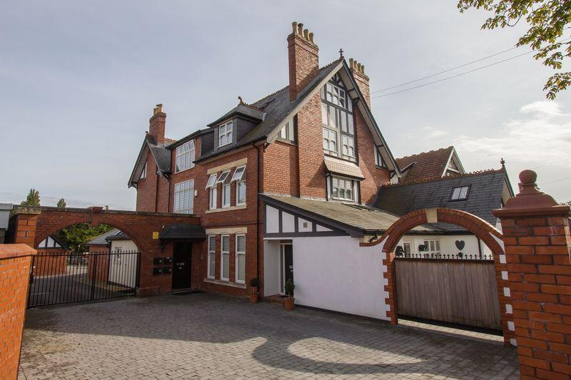 3 Bedrooms Apartment Flat for sale in Victoria Road, Penarth