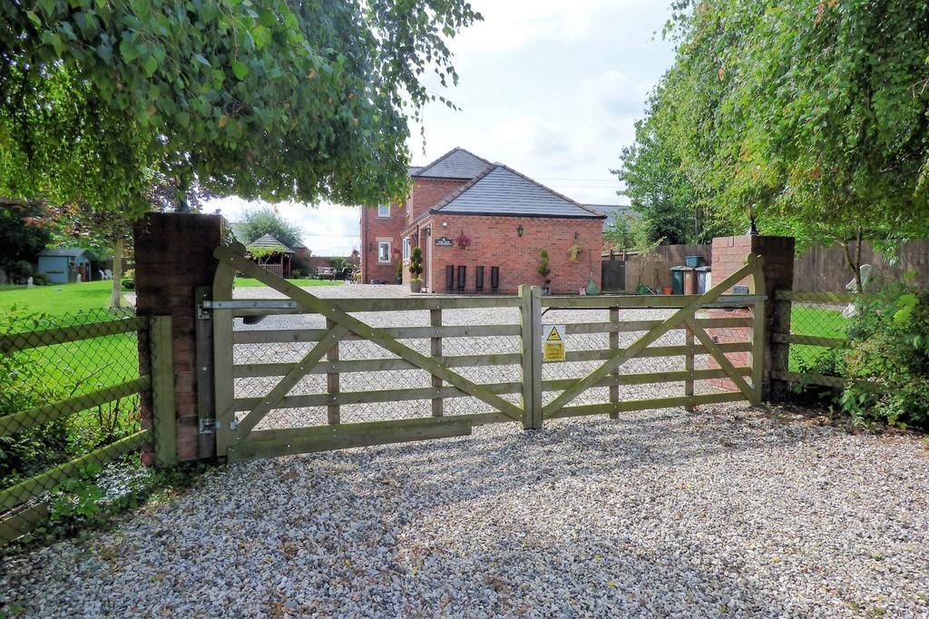 5 Bedrooms House for sale in Meadow Lane, Milton