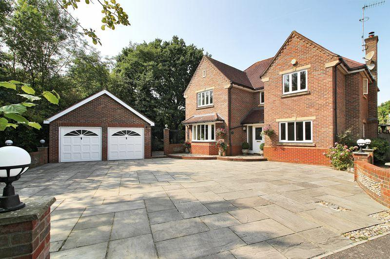 5 Bedrooms Detached House for sale in Great Lime Kilns, Southwater