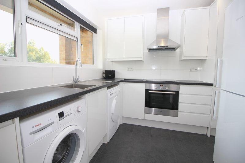2 Bedrooms Flat for sale in Etfield Grove, Sidcup, DA14 6LN