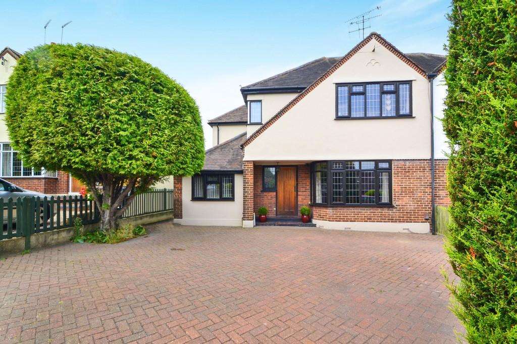 4 Bedrooms Semi Detached House for sale in Longstomps Avenue, Chelmsford