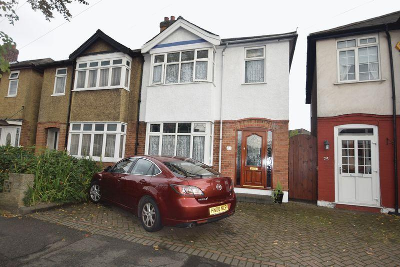 3 Bedrooms Semi Detached House for sale in Collier Row Lane, Romford
