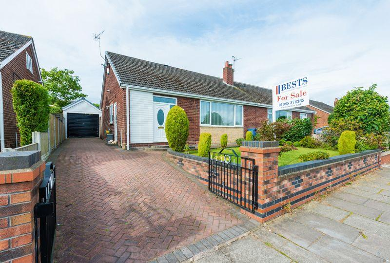2 Bedrooms Semi Detached Bungalow for sale in Kenilworth Avenue, Higher Runcorn