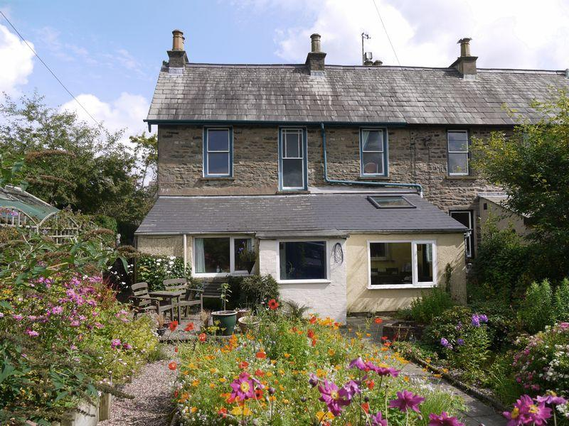 3 Bedrooms Semi Detached House for sale in 15 New Street, Sedbergh