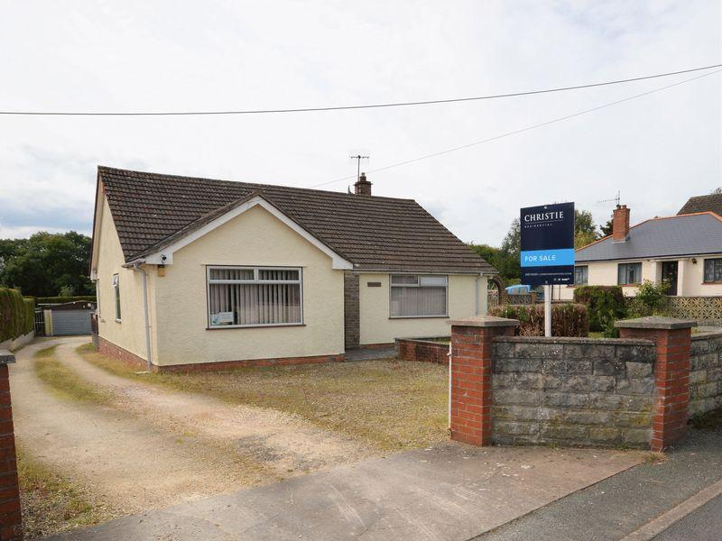 3 Bedrooms Bungalow for sale in Gwent Road, Abergavenny