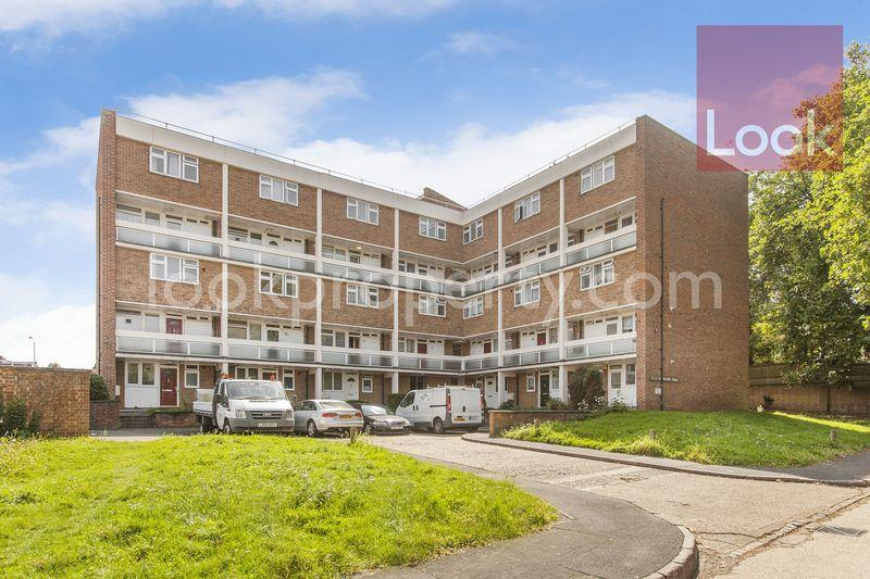 3 Bedrooms Apartment Flat for sale in Gardner Close, Wanstead