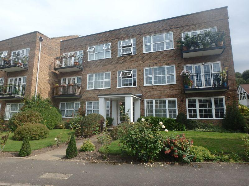 2 Bedrooms Flat for sale in Highridge Close, Epsom