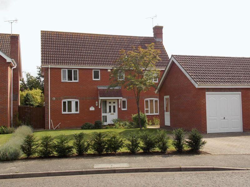 4 Bedrooms Detached House for sale in Hazelwood Close, Thurston