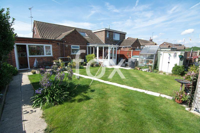 3 Bedrooms Bungalow for sale in Woodville Close, Rochford