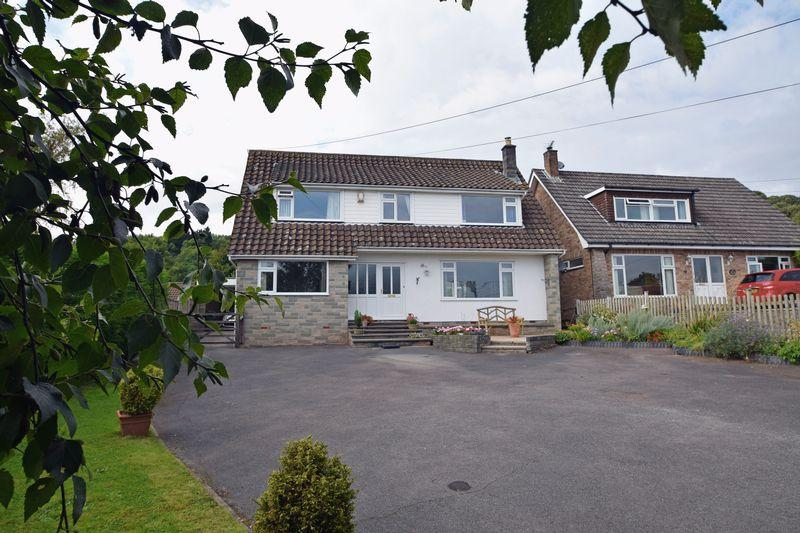 4 Bedrooms Detached House for sale in In the popular village of Tickenham
